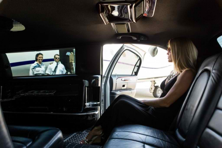 Getting a Limousine for Your Airport Transpo